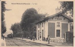 St Médard D'Eyrans La Gare, Arrivée Du Train. Pas Vu Sur Delcampe Dans Cette Prise De Vue - Otros Municipios