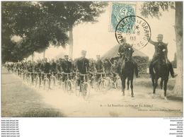 WW 51 MOURMELON. Le Bataillon De Cyclistes En Avant ! Avec Cavaliers 1906 - Mourmelon Le Grand