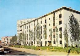 91 - VIGNEUX La Prairie De L'Oly ( Immeubles Cité HLM ) Station Service ELF En 2° Plan CPSM CPM Grand Format - Essonne - Vigneux Sur Seine