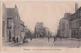 By - Cpa VIERZON - Rue De La République Et Rue Victor Hugo - Vierzon