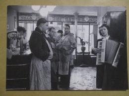 CPM CPSM CP POSTCARD ROBERT DOISNEAU LES BOUCLIERS MÉLOMANES 1953 / ACCORDÉON ED VILLE DE CHERBOURG TBE - Doisneau