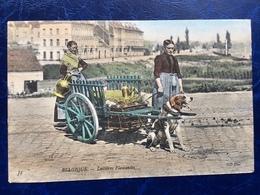 """""""Laitières Flamandes Avec Attelage De Chien Au Repos"""" """"(2161)--1905 - Artisanat"""