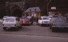 M38 - Parking Diverses Automobiles AMI 8, Peugeot Break, Triumph ? - Diapositive Photo - Automobiles