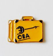 Pin's Valise Compagnie Aérienne CEA -vd2 - Pin's