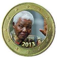 """1 EURO DOME EN COULEURS - NELSON MANDELA """"LE SALUT""""  2013 - VENDU DANS BOITE RONDE PLASTIQUE - France"""