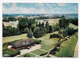VICHY EN 1983 - VUE AERIENNE - LE PAVILLON DU GOLF - CHAMP DE COURSE - LEGER PLI DIAGONAL - CPSM GF VOYAGEE - Vichy