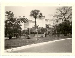CONGO BELGE .LEOPOLDVILLE .1961 .BULDING OTRACO Ou Travaille Cet Personne - Africa