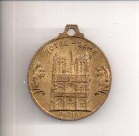REF MON3  : Médaille Métal Notre Dame De Paris Tour Eiffel Année 60 - 30 Mm - Toeristische