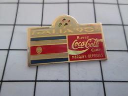 1016c Pin's Pins / Beau Et Rare / THEME : SPORTS / FOOTBALL MONDIAL 90 ITALIA COCA-COLA DRAPEAU AMERIQUE SUD - Calcio
