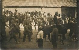AMBRINES CARTE PHOTO CONVOI DE PRISONNIERS ALLEMANDS MAI 1918 - Frankreich