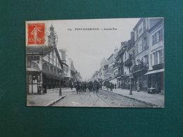 CPA FONTAINEBLEAU RUE GRANDE LES HALLES DEFILE DRADONS TTB ETAT 1916 - Fontainebleau