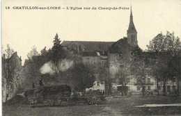 CHATILLON Sur LOIRE (Loiret) L'Eglise Vue Du Champ De Foire 1er Plan Dechargement De Foin RV - Chatillon Sur Loire