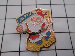 1216a Pin's Pins / Beau Et Rare / THEME : NOEL / PERE NOEL SIGNE Z 1991 1992 - Navidad