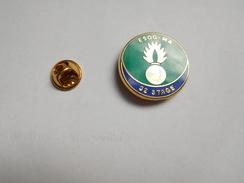Superbe Pin's En Zamac , Armée Militaire Gendarmerie , ESOG - MA , 52e Stage , Signé Boussemart - Militaria