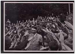 DT- Reich (008853) Propaganda Sammelbild Adolf Hitler Bild 58, Der Führer Vor Seinem Landhaus Am Obersalzberg - Lettres & Documents