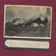 150420E - PHOTO MILITARIA GUERRE 1914 18 - BELGIQUE Maisons En Flammes Dans Le Faubourg D'Anvers - Weltkrieg 1914-18