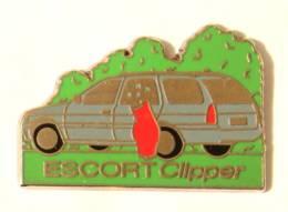Pin's FORD ESCORT CLIPPER - Voiture Break Et Caddy De Golf - J354 - Ford
