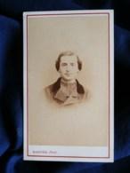 Photo CDV Bastide à Langon - Second Empire Portrait Nuage D'un Prêtre, Curé, Circa 1865 L497B - Antiche (ante 1900)
