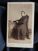 Photo CDV A. Floire à Bordeaux - Second Empire Religieux, L'abbé Darquié, Circa 1865 L497B - Antiche (ante 1900)