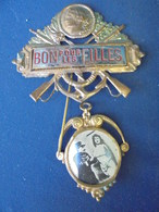 EPINGLETTE DE CONSCRIT BON POUR LES FILLES - 1914-18