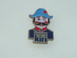 Pin's GUIGNOL, LE GENDARME, OFFERT PAR KIRI - Alimentation
