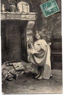 ENFANTS 996 : Noel , Cheminée  Poupée  ; édit. Bergeret , Cliché Walery - Enfants