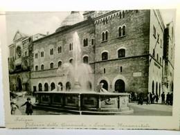 Plazza Delle Canoniche - Fontana Monumentale. Foligno. Perugia - Umbrien - Italien. AK S/w. Gebäudeansicht, Br - Italië