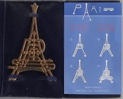 Presse-Papiers ? : Monogramme P A R I S En Forme De La Tour Eiffel Dorée à L'Or Fin - Presse-papiers