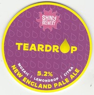 SHINY BREWERY (LITTLE EATON, ENGLAND) - TEARDROP NEW ENGLAND PALE ALE - KEG CLIP FRONT - Uithangborden