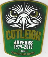 COTLEIGH BREWERY  (WIVELISCOMBE, ENGLAND) - 40 YEARS 1979-2019 - CURVED PUMP CLIP FRONT - Uithangborden