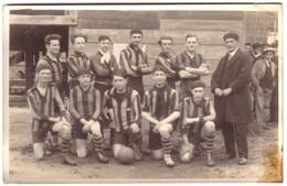 MONTCUQ -  Carte Photo De L'Equipe De Football  Saison 1927-1928 ( Avec Le Nom Des Joueurs..). - Montcuq