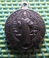 Religious Medal - EIVS IN OBITV NRO PRAE SENTIA MVNIAMVR MR - Religion & Esotérisme