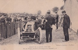 D72  Circuit De La Sarthe 1906   Sisz Au Pesage , Procède à L'arrimage De Sa Renault 3 A - Le Mans