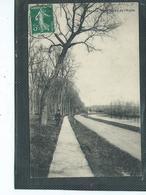 02-SOISSONS-Une Vue Animée Du CHEMIN De HALAGE Le Long Du CANAL De L'AISNE - Soissons