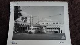 CPSM TROLLEYBUS TUNIS TUNISIE LA PLACE DE LA KASBAH 1956 TIMBRE ENLEVE AU DOS - Bus & Autocars