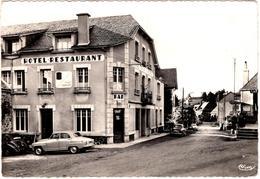 """AK - CPSM Cantal, Trizac, Entrée Du Bourg Par La Route De Saignes - Hôtel - Restaurant """" Les Cimes """" & Simca Aronde 1972 - France"""
