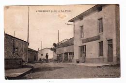 APREMONT (Ain) - La Place. Edition L. Ferrand. Circulée En 1928. Etat Passable.. 2 Scan - Other Municipalities