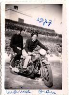 Photo Originale Motocyclisme, Moto & Motard En Uniformes De Marins à Oran Ville En Algérie En 1947 - Cyclisme