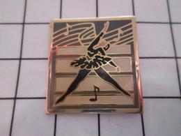 1116A Pin's Pins / Beau Et Rare / THEME : AUTRES / DANSE ET MUSIQUE DANSEUSE - Musique
