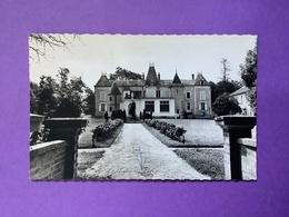 45   CPSM Petit Format.  AUGERVILLE-LA-RIVIÈRE Le Clair Castel Bon état (marques D'usage Dont Pli) - France