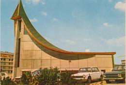 NANTERRE 92 ;  La Chapelle Saint Paul  . Architecture Moderne  Voitures - Nanterre