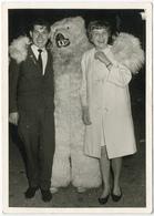 Personnages Avec Homme Déguisée En Ours C 1955. Tirage Original D'époque. FG0553 - Anonymous Persons