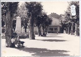RIEZ- LA PLACE ET LE MONUMENT AUX MORTS - Autres Communes