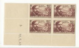 Coin Daté N°462 (début De Séparation Sur Les Timbres Du Haut) - 1940-1949