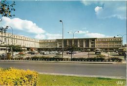 AMIENS - La Gare Du Nord - Voiture - Autobus - Amiens