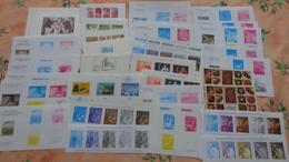 France. Lot De 130 Documents De La Poste Dont Blocs Feuillets ,blocs Souvenirs , Certains Par Multiples - Documents Of Postal Services