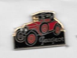Pin's  Automobiles  PEUGEOT  Ancienne  Rouge  Et  Toit  Noir  Signé  HELIUM - PARIS - Peugeot