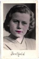 Photo Originale Portrait De Pin-Up Berthold Aux Yeux Crayonnés & Retouchée Grossièrement Vers 1940 - Pin-up