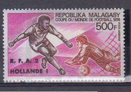 MADAGASCAR     1974       PA    N °    143        COTE      6 € 75        ( 1465 ) - Madagascar (1960-...)