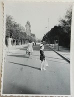 №s127  Photography Of Girl On Way For His First School Day, Child In Uniform - Sofia 1970, Old FOTO PHOTO - Anonymous Persons